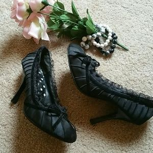 Shoes - Lacy Black Heels with Bow